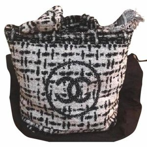 Chanel Beachwear ivory cotton tote with towel